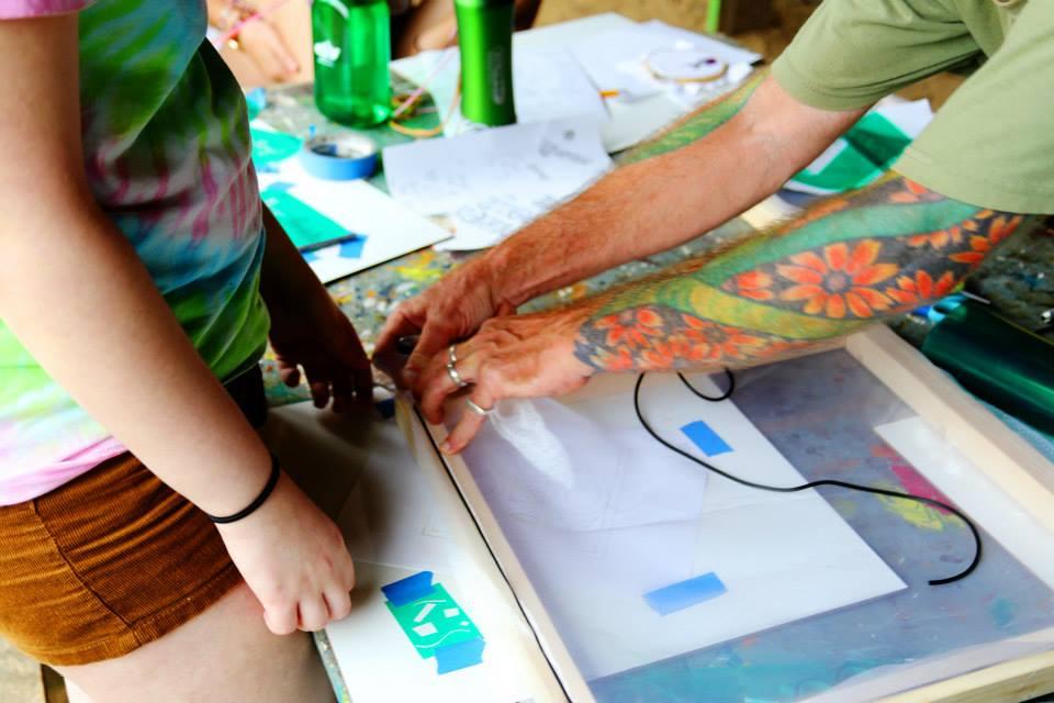 two people screen printing