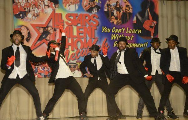 groupe de danseurs et chanteurs